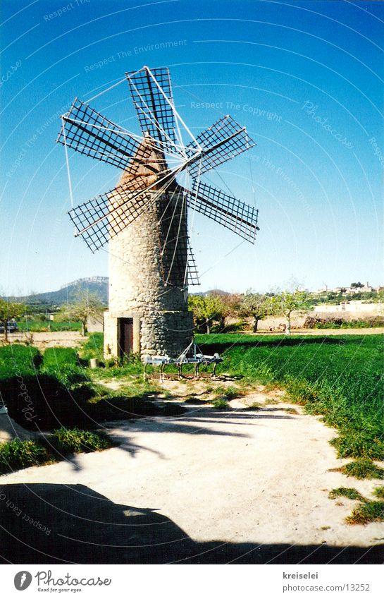 Windwirbeler Himmel Ferien & Urlaub & Reisen Wind Mallorca Spanien Windmühle Mühle blau-grün
