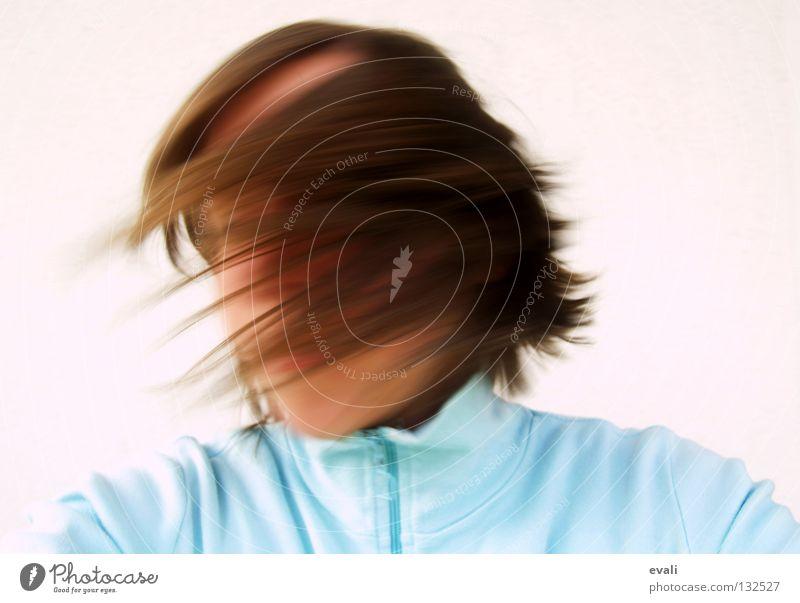 Gute-Laune-Tanz mal anders Frau Mensch Jugendliche weiß Sommer Freude Gesicht Gefühle Bewegung Haare & Frisuren Kopf braun Tanzen verrückt frisch Fröhlichkeit