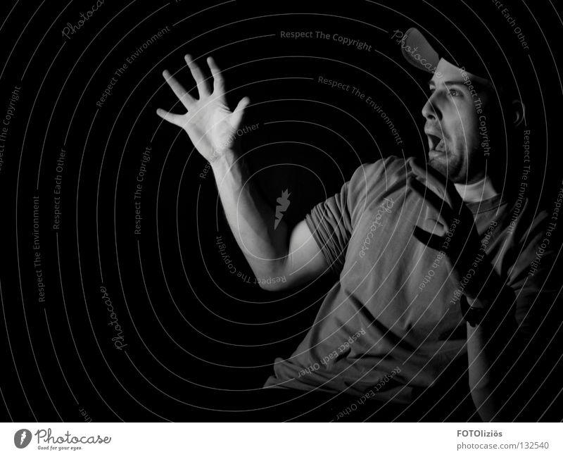 Lichtscheu Gesicht Lampe Mann Erwachsene Arme Hand Mütze schreien dunkel lustig schwarz weiß Angst Nervosität Fotolabor erschrecken Baseballmütze Grimasse