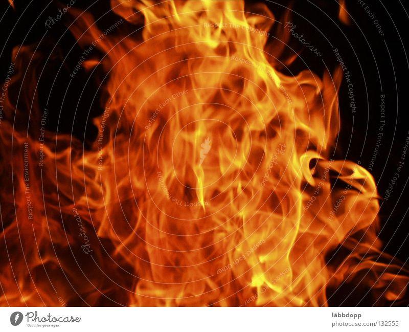 Feuer 2 hell Brand brennen Flamme Farbfoto Außenaufnahme Abend Nacht Bewegungsunschärfe heiß Menschenleer Nachtfeuer