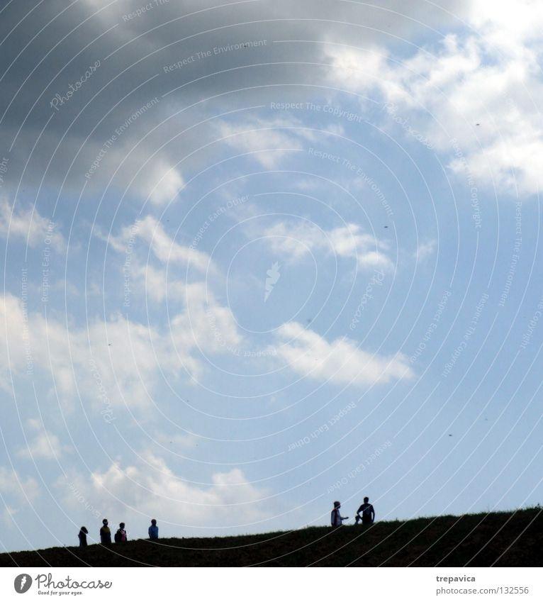 silhouetten Mensch Himmel Natur blau Sommer Wolken schwarz Leben Freiheit grau Bewegung Wetter Horizont gehen laufen Spaziergang
