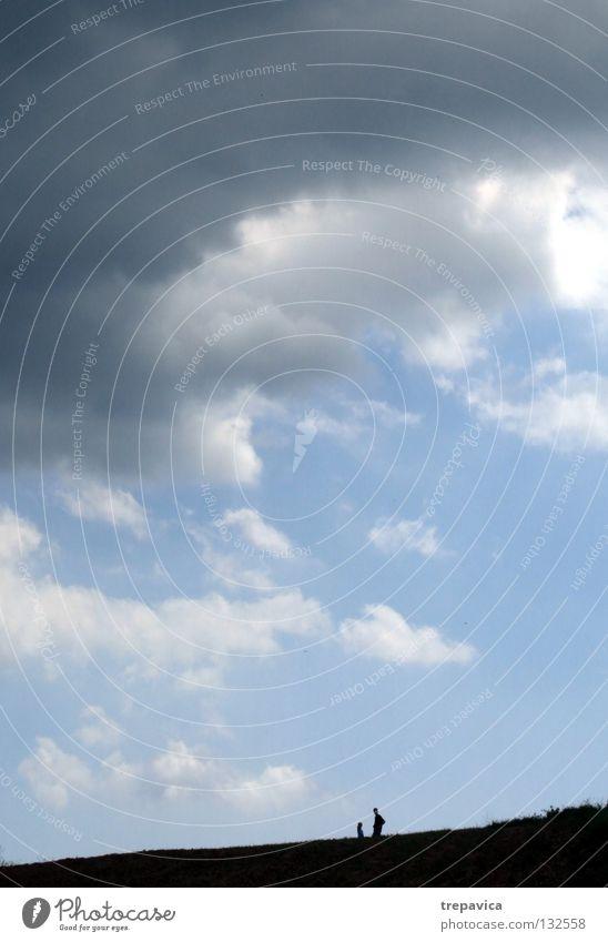 silhouetten I Mensch Spaziergang schwarz Wolken 2 Horizont Himmel schlechtes Wetter himmlisch Unendlichkeit Leben gehen grau Sommer blau Natur Silhouette laufen