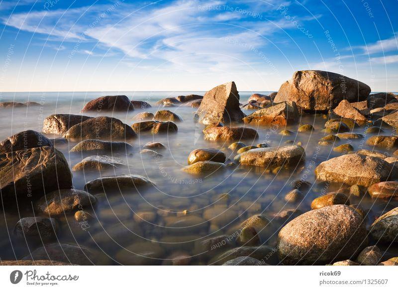 Ostseeküste Ferien & Urlaub & Reisen Strand Natur Landschaft Wasser Wolken Felsen Küste Meer Stein blau Romantik Idylle ruhig Tourismus Steinblock Himmel Rügen