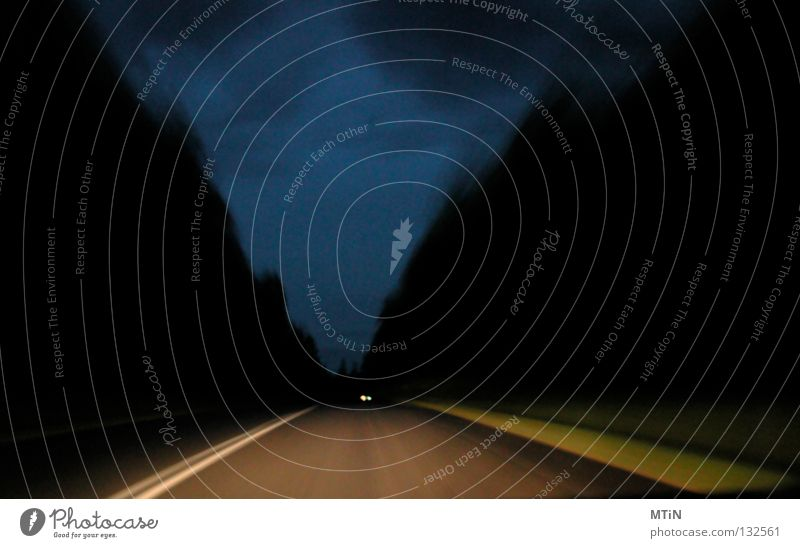 fast am ziel Nacht Wald Slowakische Republik dunkel Müdigkeit Tunnel unterwegs beklemmend Licht Verkehr Straße Autobahn road dark Erschöpfung Himmel