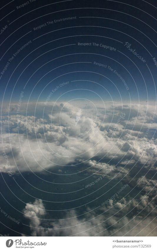 Wolken über Südengland Himmel Meer blau Wolken Erde Flugzeug Horizont hoch Luftverkehr England Atlantik Abdeckung Fensterblick Fensterplatz