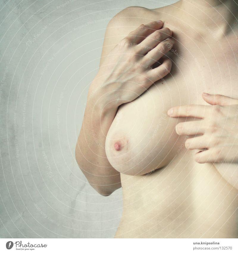 nue Frau Hand Akt Gesundheit Körper Frauenbrust Schutz Gesundheitswesen Brust Krankheit Junge Frau bedecken Chirurgie Krebstier Vorsorge Plastische Chirurgie