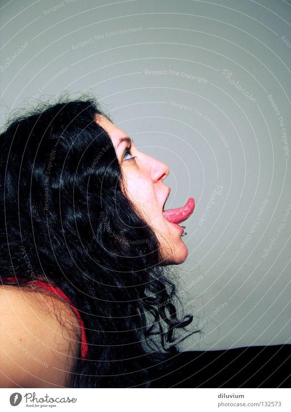 - Jugendliche Gesicht schwarz Auge Farbe Haare & Frisuren glänzend Zunge Piercing rausstrecken
