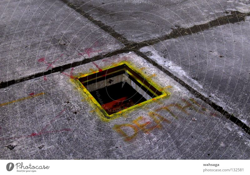 ohnoiwanttolive!!! Tod Graffiti dreckig Beton Industrie Bodenbelag verfallen Verfall Loch Wandmalereien