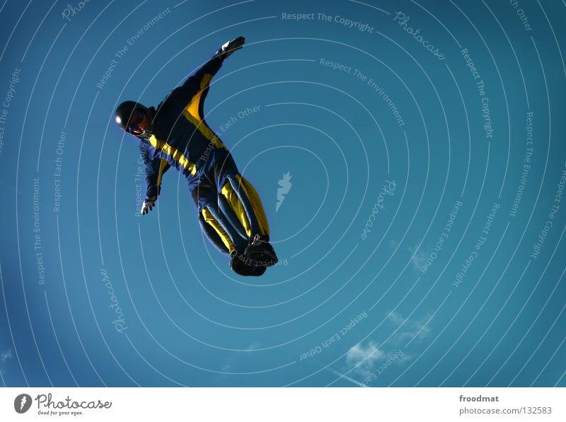 hochsprung Wolken Aktion Sport Jubiläum Helm Schutzhelm Fallschirm springen Schwerelosigkeit Schweiz Strömung Zufriedenheit Windzug Schweben Manöver lässig