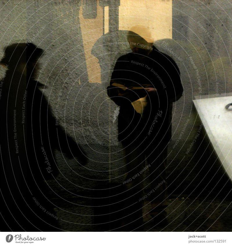 2 Rasch zum Ziel Mensch Mann Stadt dunkel Fenster Erwachsene Leben Wand Bewegung Dekoration & Verzierung Glas stehen Pause lesen Körperhaltung Stoff