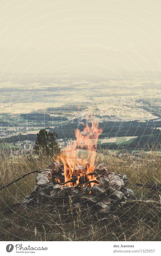 fire.108 Natur Ferien & Urlaub & Reisen Wärme Leben Gefühle Gras Freiheit Lifestyle wild Freizeit & Hobby Feld wandern Ausflug Abenteuer Feuer heiß