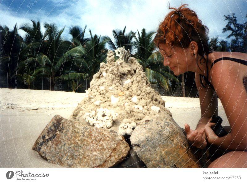 rumbuddeln fetzt Frau Sommer Ferien & Urlaub & Reisen Strand Sand Palme Muschel