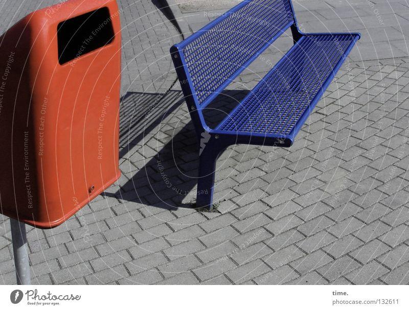 Naherholung - Sparversion 3 Platz Pause Möbel Sitzgelegenheit lackiert mehrfarbig offen Ecke Gitter Raster Erholung Müllbehälter Schlitz Öffnung Detailaufnahme