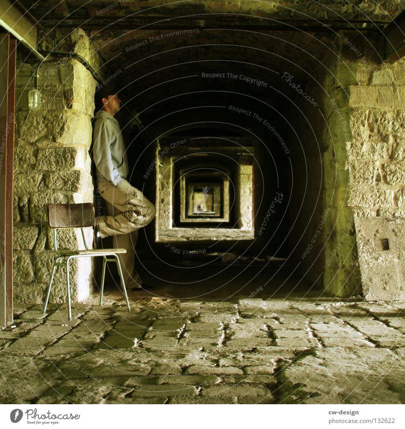 ANOTHER BRICK IN THE WALL Mensch Mann alt Erholung Einsamkeit ruhig Wand Architektur Mauer Stein maskulin Idylle stehen Beton Idee Baustelle