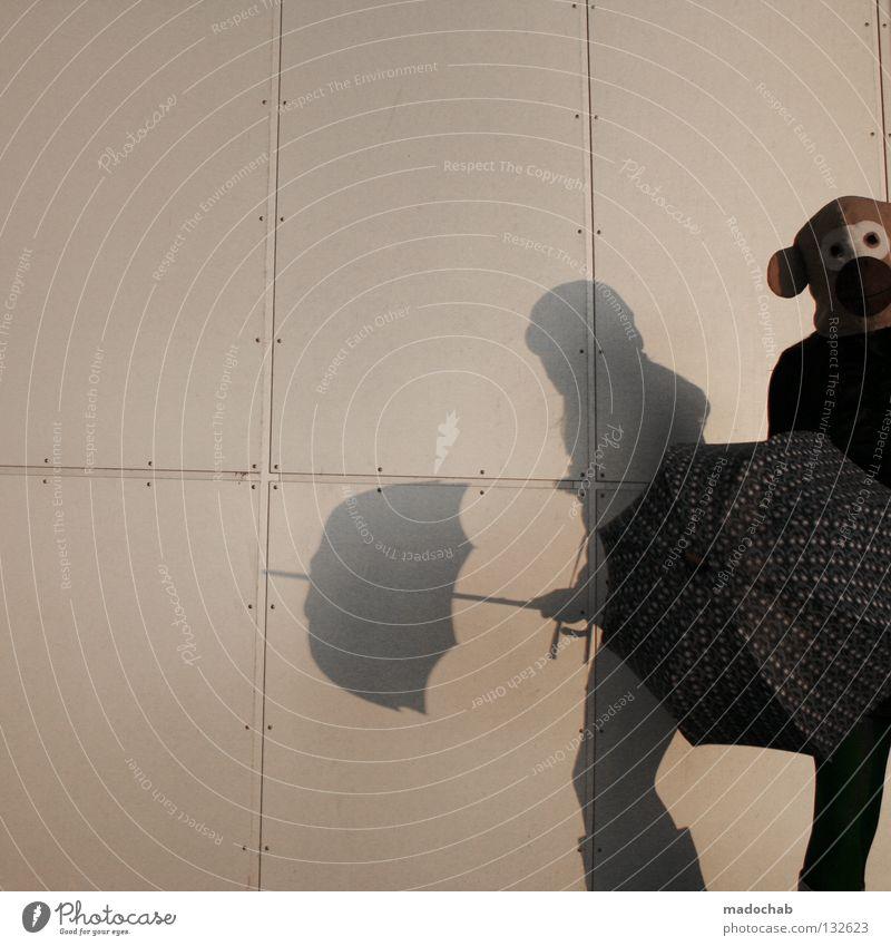 MODEERSCHEINUNG Mensch Wand Mauer Angst außergewöhnlich elegant gefährlich verrückt stehen Lifestyle Bekleidung bedrohlich Kommunizieren Maske Konzentration