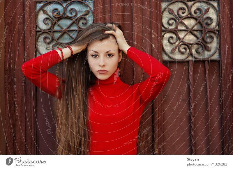 elegante und verführerische Frau Junge Frau Jugendliche Leben Haare & Frisuren 1 Mensch 18-30 Jahre Erwachsene Herbst Sofia Bulgaren Bulgarien Europäer Tür