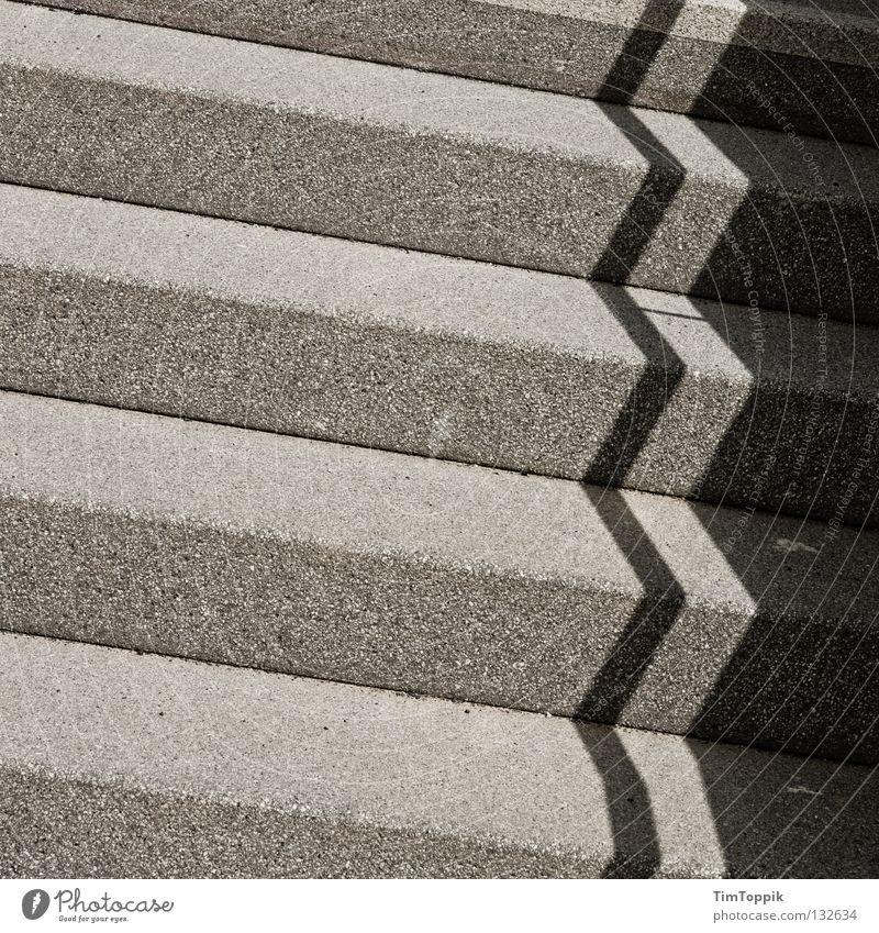 Treppenstudie Linie verrückt Treppe Ecke Verkehrswege diagonal Karriere parallel eckig Lebenslauf verdunkeln Schattenseite