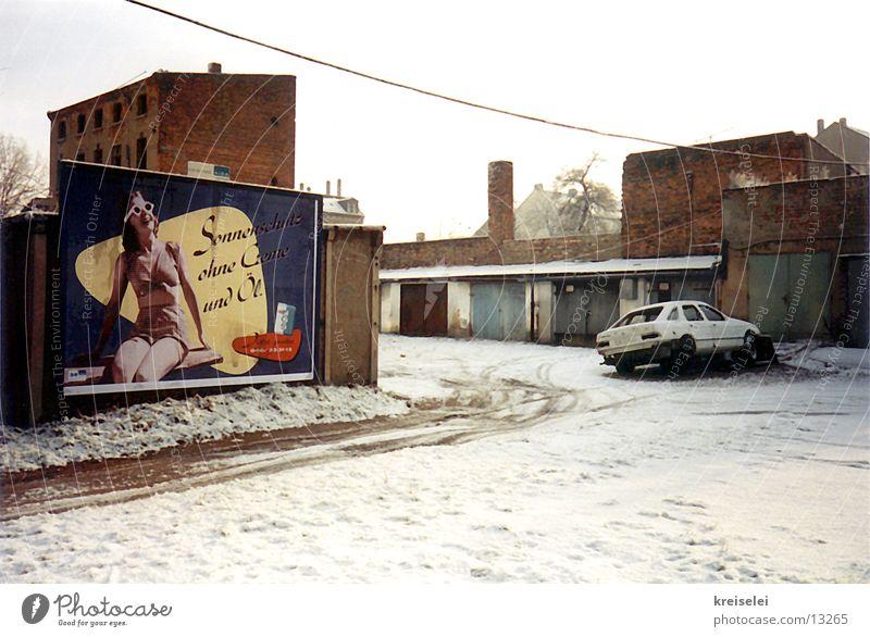 Sonnenwerbung im Schnee Winter Plakat Haus kalt Medien Werbung Straße