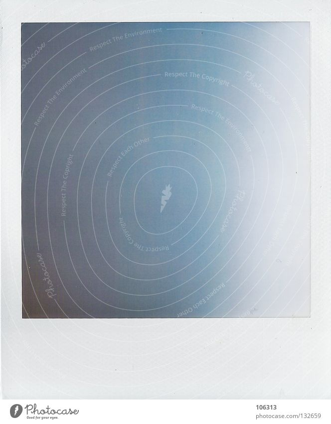 verschwenderisch blau alt Farbe weiß schwarz Hintergrundbild Denken Freiheit frei modern trist offen leer einfach Fluss verfallen