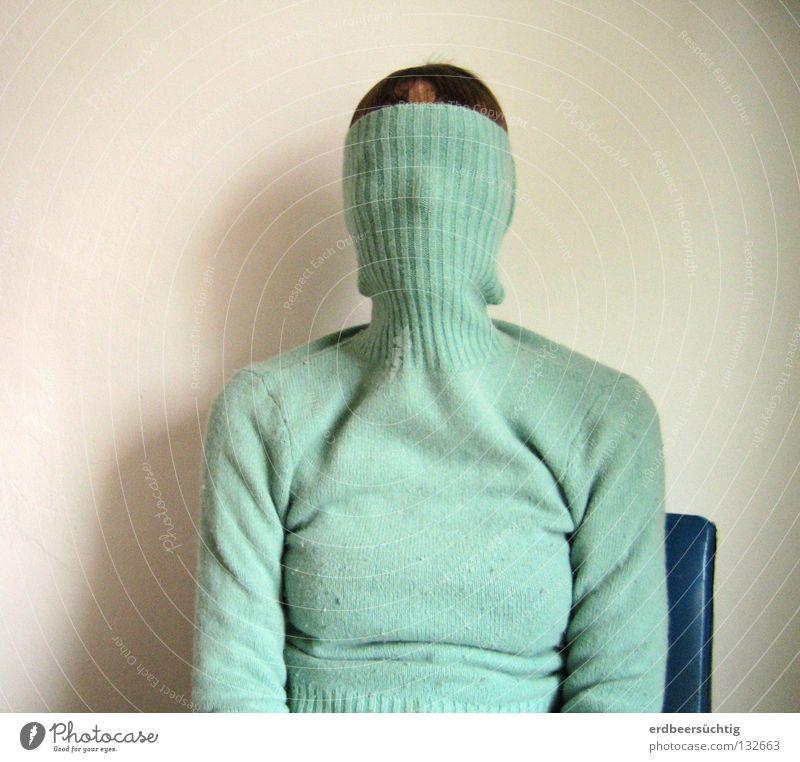 Aveugle blau kalt Wand Kopf Angst sitzen Stuhl Wunsch verstecken Pullover Schwäche blind verdeckt Verantwortung stumm Rollkragenpullover