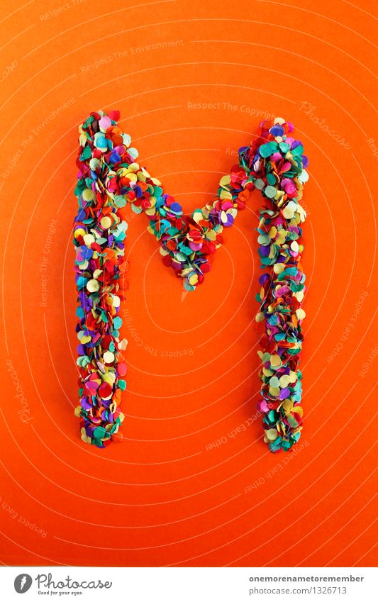 M Kunst Kunstwerk ästhetisch Buchstaben Typographie alphabetisch orange-rot Konfetti mehrfarbig Design Idee Kreativität Farbfoto Innenaufnahme Experiment