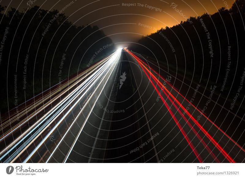 Autobahn III Verkehr Verkehrsmittel Verkehrswege Straßenverkehr Straßenkreuzung Bewegung Außenaufnahme Nacht Langzeitbelichtung