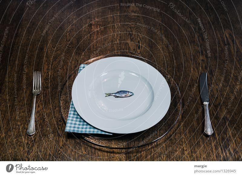 Fisch ist gesund blau weiß Essen Gesundheit Lebensmittel braun frisch Ernährung Bioprodukte Geschirr Teller Angeln Abendessen Messer Diät