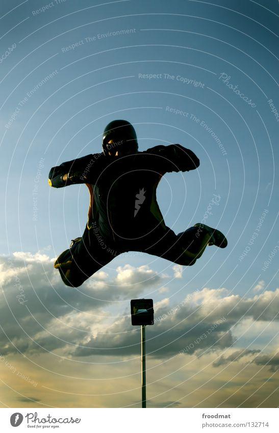 Gefährlich Wolken Aktion Sport Jubiläum Helm Schutzhelm Fallschirm springen Schwerelosigkeit Schweiz Strömung Zufriedenheit Windzug Schweben Manöver lässig