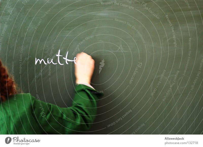 Mutter grün feminin Arme Schilder & Markierungen Mutter Kommunizieren Schriftzeichen Bildung Buchstaben schreiben Eltern Berufsausbildung Kreide