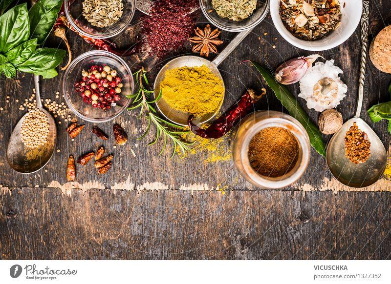 Verschiedene Gewürze für gesundes Essen Lebensmittel Kräuter & Gewürze Ernährung Bioprodukte Vegetarische Ernährung Diät Teller Schalen & Schüsseln Löffel Stil