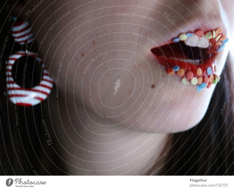 Lippenkonfetti Süßwaren Lippenstift Frau Erwachsene Mund Zähne Schmuck lecker süß Appetit & Hunger rot-weiß gestreift Streusel offen bleich Backwaren Kuchendeko