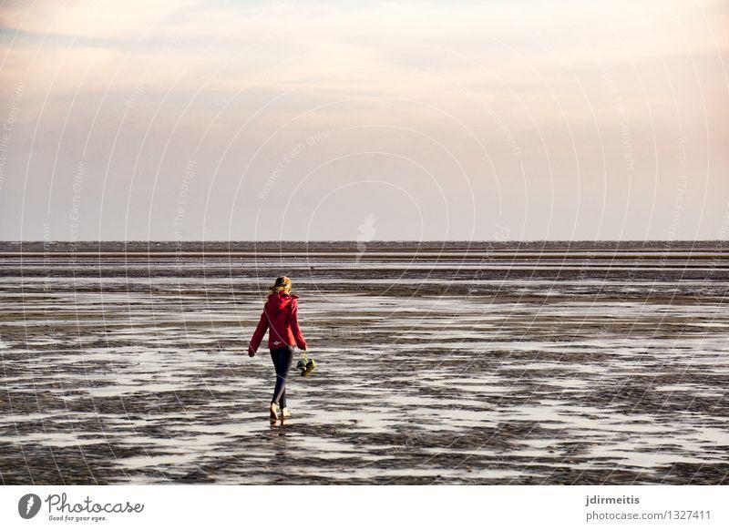 Wattwanderung Mensch Himmel Kind Natur Ferien & Urlaub & Reisen Sommer Erholung Meer Landschaft Freude Ferne Strand Wege & Pfade Küste Glück Freiheit