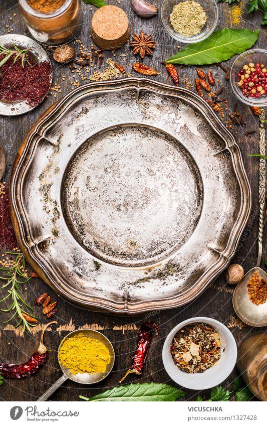 Bunte Gewürze und Kräuter um leerem Teller Natur Gesunde Ernährung gelb Leben Stil Hintergrundbild Lebensmittel Design Tisch Kräuter & Gewürze Küche Bioprodukte