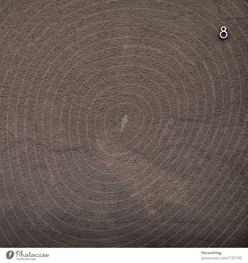 Das Minimale Maximum Haus Wand braun Metall Beton Kreis Ziffern & Zahlen silber 8 Rechteck sehr wenige Symbole & Metaphern sehr viele
