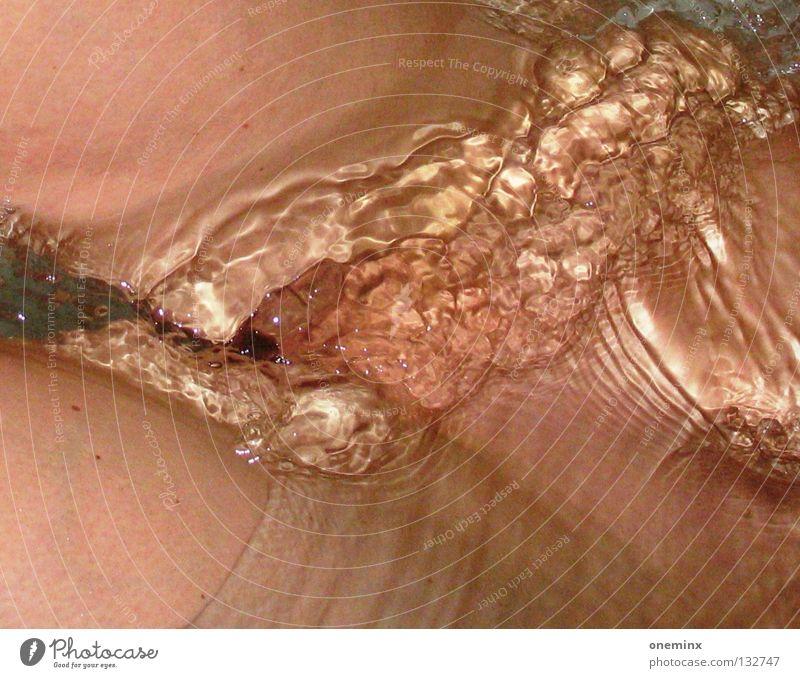 Wasserspiel Akt Wasser Erotik Beine Haut nass Schwimmen & Baden Waschen Bildausschnitt Scheide Anschnitt Schambereich Wasserspiegelung Intimbereich Weiblicher Akt