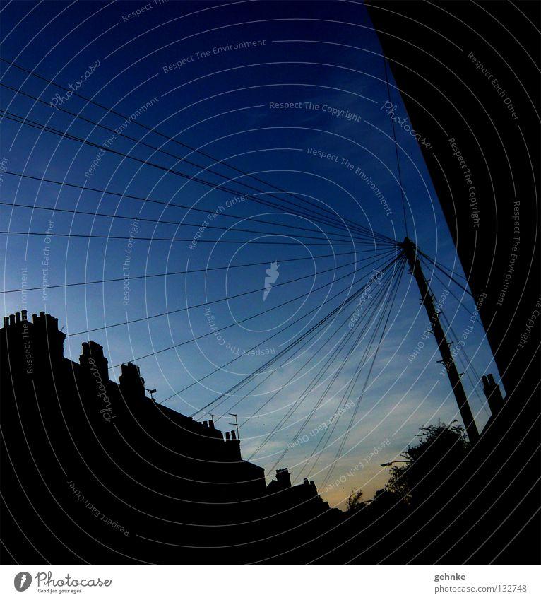 Zusammenhänge Himmel Baum blau Stadt Haus schwarz Wolken Ferne Freiheit Suche verrückt Geschwindigkeit mehrere offen Romantik Kabel