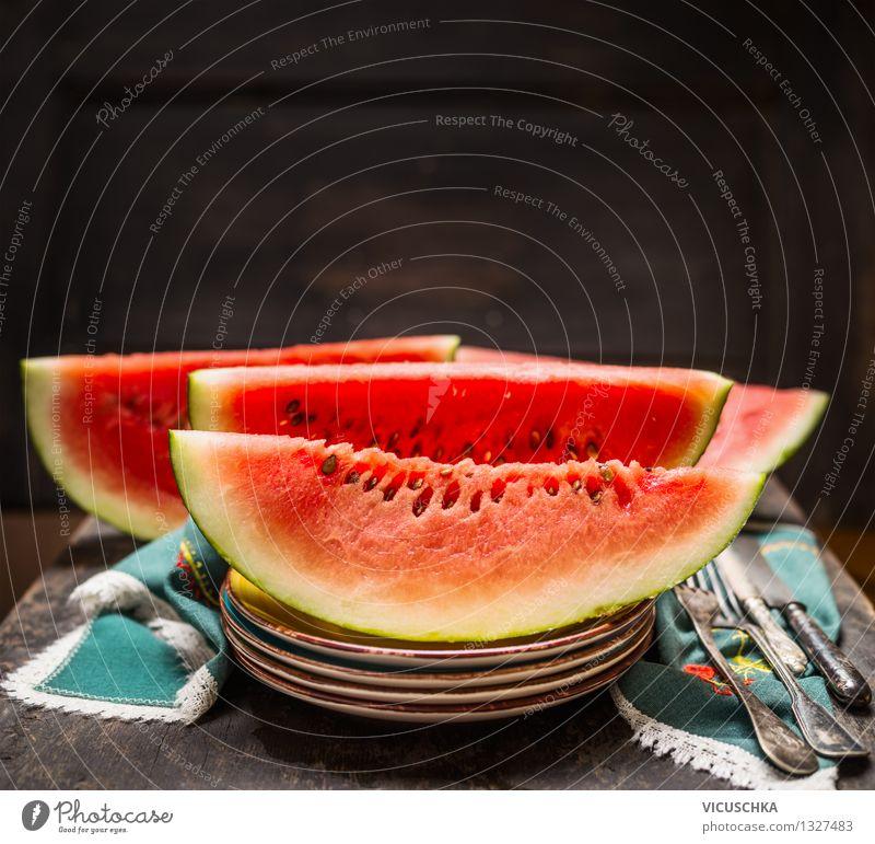 Wassermelone auf dem Tisch Lebensmittel Frucht Dessert Ernährung Bioprodukte Vegetarische Ernährung Diät Saft Geschirr Teller Besteck Messer Gabel Stil Design