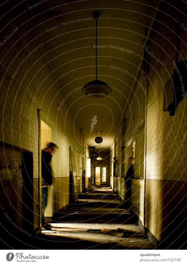 wenn alles vorbei ist alt ruhig Einsamkeit Tür leer Fabrik verfallen Geister u. Gespenster Momentaufnahme vergangen Gang Verwaltung Kündigung