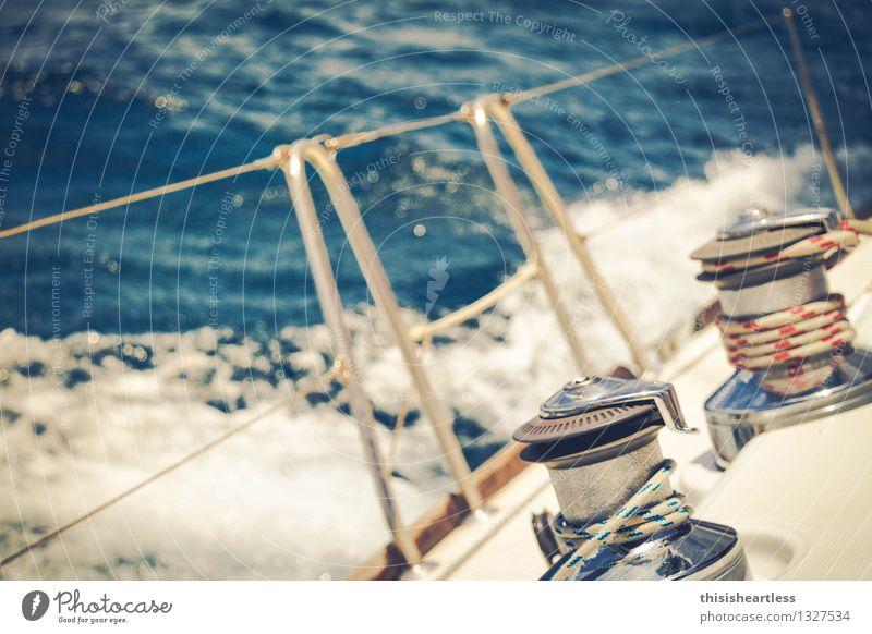 hart am Wind - hart am Limit blau Sommer Wasser Meer gelb Bewegung Freiheit Wellen Wassertropfen Geschwindigkeit Lebensfreude nass Unendlichkeit fahren