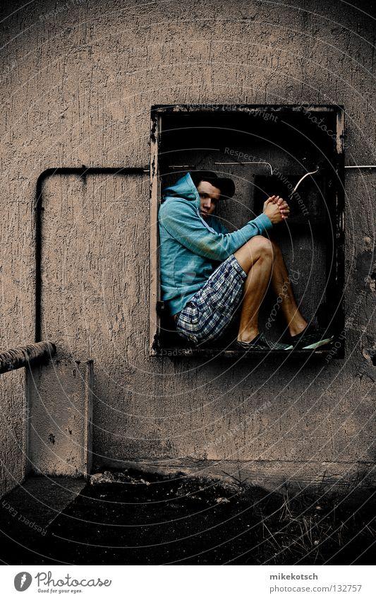 versteck.kasten alt dreckig Elektrizität Industriefotografie rein Hose Mütze Kasten Pullover kariert Shorts Selbstportrait Lieferwagen Transporter