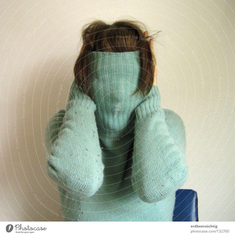 Gesichtslose Angst Rollkragenpullover anziehen Haarschopf Gelenk Wand kalt leer Aufenthalt stumm schreien blind verdeckt offen Panik Sinnesorgane entwenden
