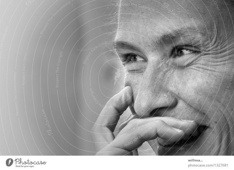 Verschmitzt lachende Frau Porträt Gesicht Lachfalte Junge Frau Lächeln Erwachsene Freude & Spaß Fröhlichkeit lustig zuhören Kommunizieren beobachten Glück