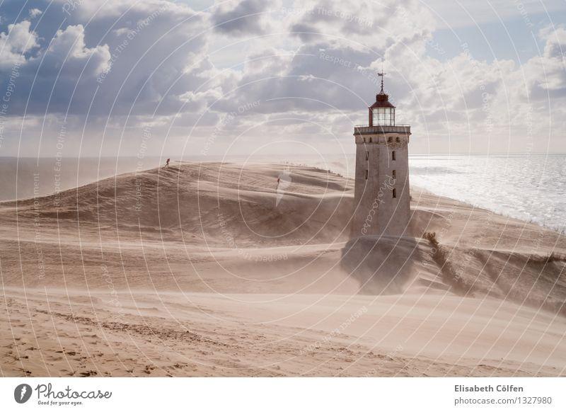 Sandsturm am Leuchtturm Mensch Natur Sonne Meer Landschaft Einsamkeit Wolken Architektur Küste Gebäude Europa Bauwerk Wüste Wahrzeichen Sturm Nordsee