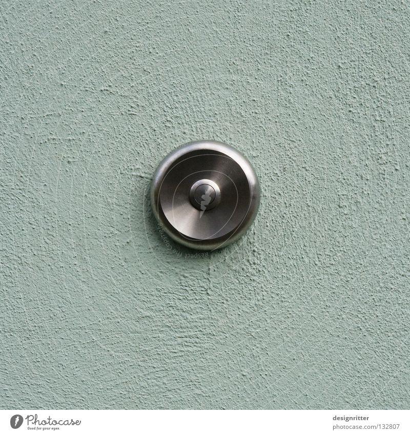 Druckstelle Klingel Knöpfe Türöffner drücken verrückt Glocke Gong nervig anmelden signalisieren kommen Ankunft Besucher besuchen auffordern Detailaufnahme