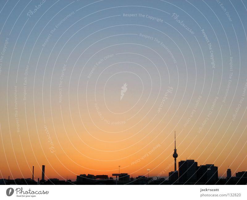 IIte Blaue Stunde blau Farbe ruhig Wärme Hintergrundbild Zeit Horizont Luft orange authentisch Klima hoch Spitze Warmherzigkeit Berlin Turm