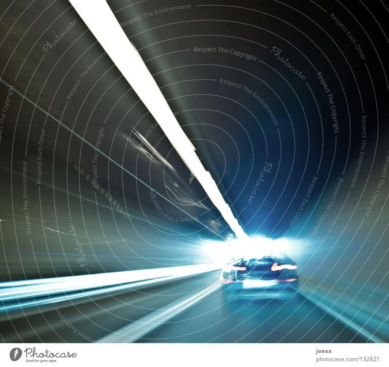 Tunnelblick Ferien & Urlaub & Reisen Straße PKW Schilder & Markierungen Verkehr Geschwindigkeit Perspektive trist fahren Rasen Bodenbelag Autobahn Müdigkeit