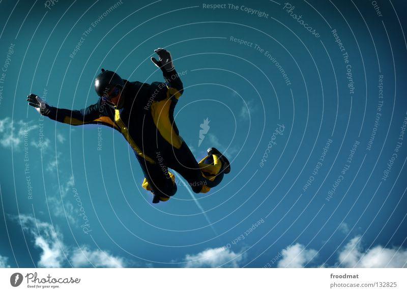Daniel Düsentrieb Wolken Aktion Sport Jubiläum Helm Schutzhelm Fallschirm springen Schwerelosigkeit Schweiz Strömung Zufriedenheit Windzug Schweben Manöver