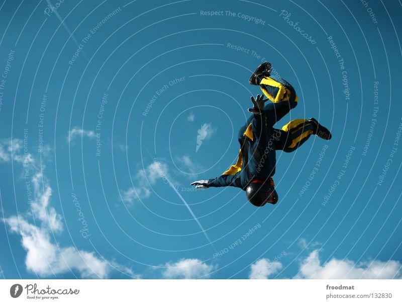 Kopfüber Wolken Aktion Sport Jubiläum Helm Schutzhelm Fallschirm springen Schwerelosigkeit Schweiz Strömung Zufriedenheit Windzug Schweben Manöver lässig