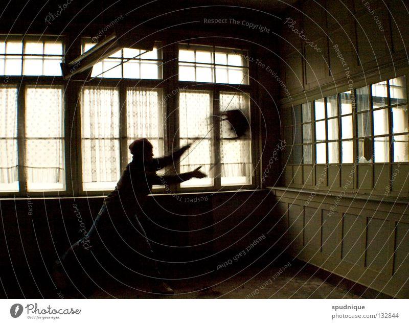 ...bevor alles anders wurde Einsamkeit dunkel Fenster Bewegung Raum Stuhl Vergänglichkeit verfallen Wut werfen Fensterscheibe gefangen Ärger Glasscheibe