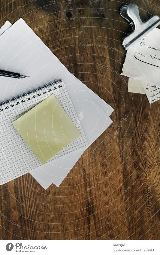 Ein Brief für Dich! Freizeit & Hobby Häusliches Leben Schreibtisch Bildung Schule lernen Büroarbeit Schreibwaren Papier Zettel Schreibstift schreiben braun weiß